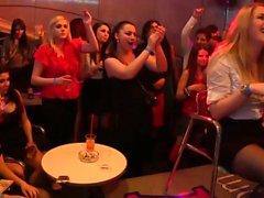 Seksikäs tyttöjen juhlissa juhlitaan
