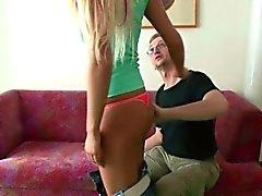 Tyska Amateur Teen att få knullad av fader vän