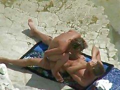 Çift plajda Merhametsiz Spanner