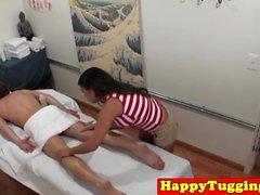 Spycam asie masseur prise tiraillements cock