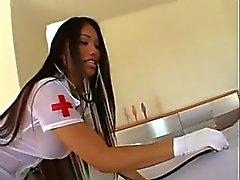 Nurse de Asia Lucy Thai Rescata la BBC Fuct cuatrocientas veinte