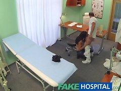 FakeHospital Tesiste Doktor becermek için hastayı ikna