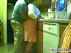 Fat Lateinisch Frauen gebumst in einer Küche