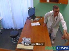 FakeHospitali Azgın Rus bebek doktorunu şeritler ve siktir