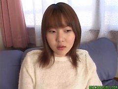 Aasialaisia teini teini Yumi Aidan saa pimppi kiusannut vibraattorin