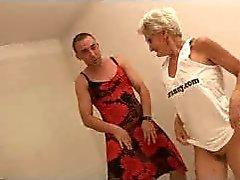 Tahmainen Granny lasit leikkii Kaksi Cocks