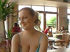 Lusty предлагая для публичного секс