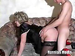 Ryska Mom Valia