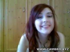 Adorable adolescente Redhead uso de medias de nalgadas a sí misma en webcam