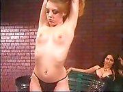 Lesbiche sculacciate - Scene 3