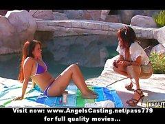 Hot lesbiennes d'amateur donnant des masser d'offres near pool