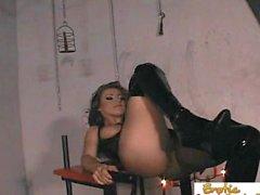 Slave a du plaisir à percer sa maîtresse bossy