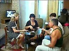 Rus Eski Ve Genç Çiftler Swinger Oyunu