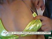 Japanilainen AV chick esittelee hänelle pulleita elin