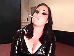 Pechugón fumar británico en el PVC