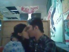 Бангладешский BF & GF в ресторане 1 полный на hotcamgirls. в