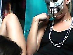Schulmädchen Fotze lecken Am Masquerade Sexparty