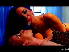 Amusement lesbien avec Jayden Jaymes et Nikki Rhodes