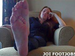 Obtenez votre bite dure entre mes pieds en ce moment JOI