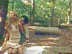 Sarah Michelle Gellar körd i skogen