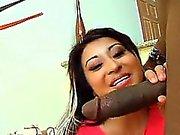 Assistência mulher relaxada asiática eléctricas grande galo negro