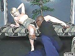 Прекрасная превосходное сексуальные короткие волосы блондин милашка получает свою киску лизнул