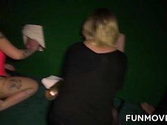 Poikkeava kypsä Germans glory hole sekä lesbo toimintaa