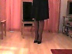 Сарра одевается чтобы выйти