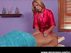 Escroto loira sexy e massagem galo