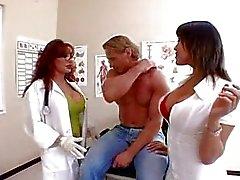 Ava och Vanessa är sexiga läkare