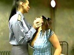 Prisoner Teen con dell'uomo anziano