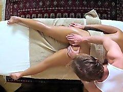Mangelhaft Kunden knallte und geschlagen an Massagebank