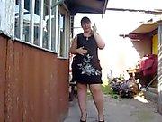 милой толстая девушка , дымов и отображает свой жир а волосатые киски
