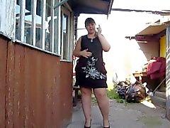 linda chica de grasa, humos y muestra su grasa y concha peluda