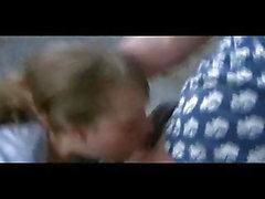 Cute blonde russische Teen bekommt grobe Kehle ficken