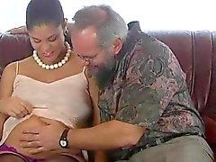Embarazada adolescente de pechugona goza de follada a saco de