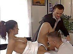 dupla menina sexy alemão fodido na frente de seu pai