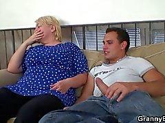 Jeunes gars Lascif frange ancienne femme de blonde
