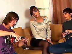 Do Virgin atrativa seduzidos que ter ménage à trois
