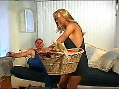Yummy Blonde Tranny için öfkeli Seks