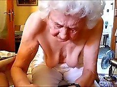 Alte Mme massiert Schwanz