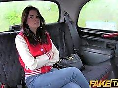 FakeTaxi - Gran Bretagna chav fa scopare nel culo sculacciato