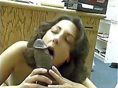 Asiatico - pakistano del Brunette succhia Big Black dravidiana cazzo
