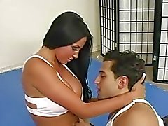 Underbara sexig teen busty brunett bråkade en kille och får fitta slickas