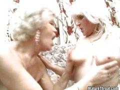 Two crazy büyükanneler seksi hissediyorsanız