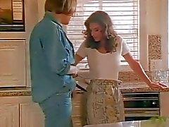 Schöne Nikki DFÜ in der Küche und