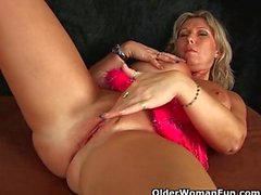Chunky dick Milf mit großen Titten masturbiert mit Fingers and Zerhacker