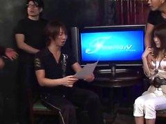 Kaunis Akari Minamino saa hänen karvainen snatch tyytyväinen siihen Seksilelut