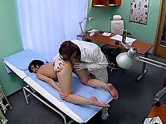 FakeHospital Hastası onu doktoruyla arkadan seviyor
