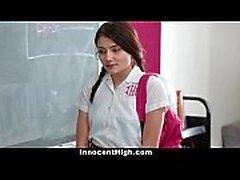 InnocentHigh - School Girl pressurisée à Strip et Fuck enseignant